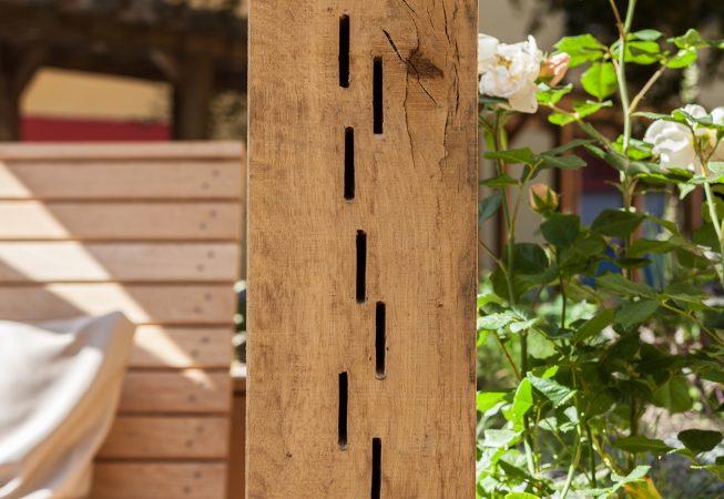 Op verschillende plekken zijn er nestelgelegenheden opgenomen in de houtconstructie